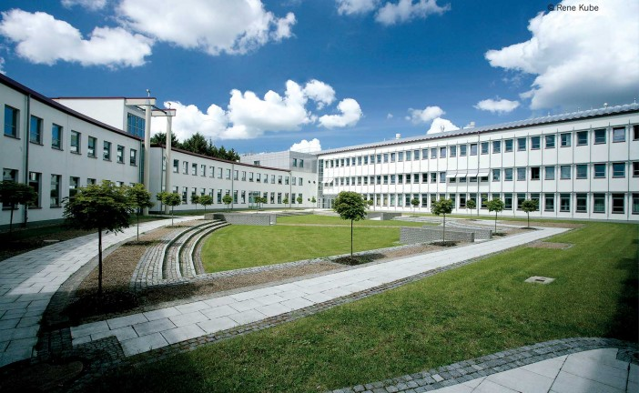 Kanina Botterweck &  Dr. Raimund Mildner: The BioMedTec Wissenschaftscampus in Lübeck – A powerful connection between research, teaching, service and economy